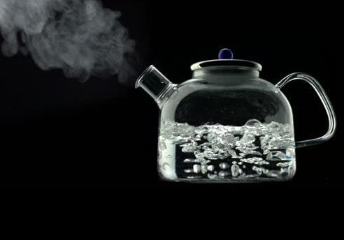 Кипятим воду для чая и кофе